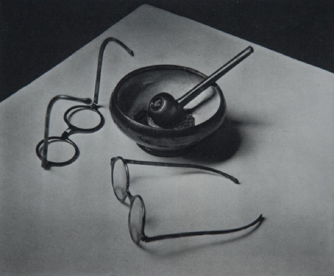 ANDRE KERTESZ - Mondrian's Glasses and Pipe, 1926