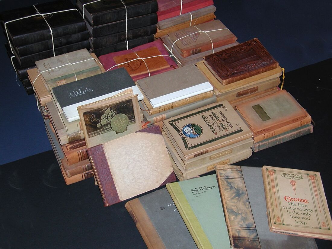 View of all the books offered in this catalog