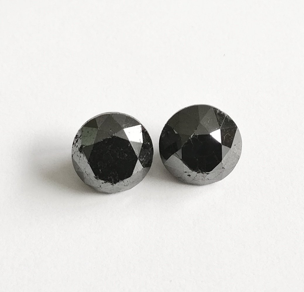 Couple of 2 Round cut diamonds total 3.60 ct Fancy