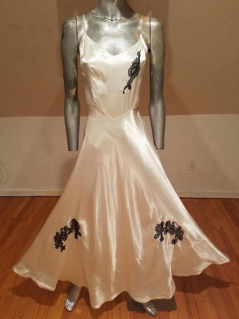 Vtg 1930's Peau de Soie eggshell bias maxi gown lace
