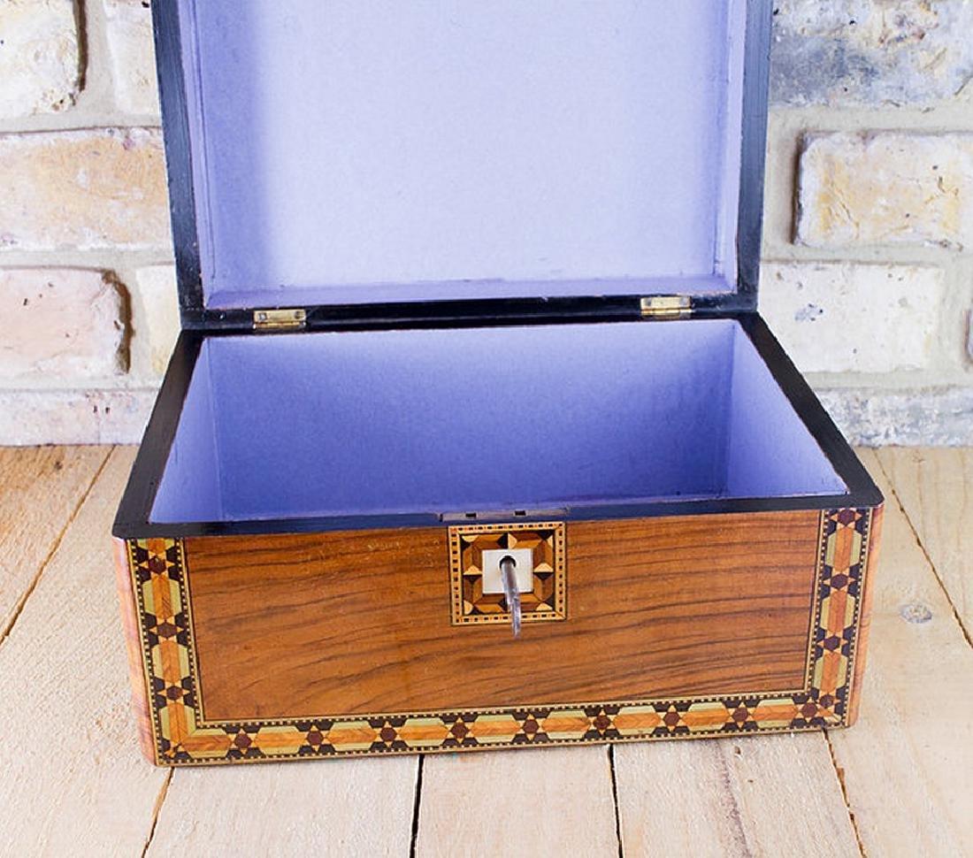 Figured Walnut Table Box c.1880 - 3