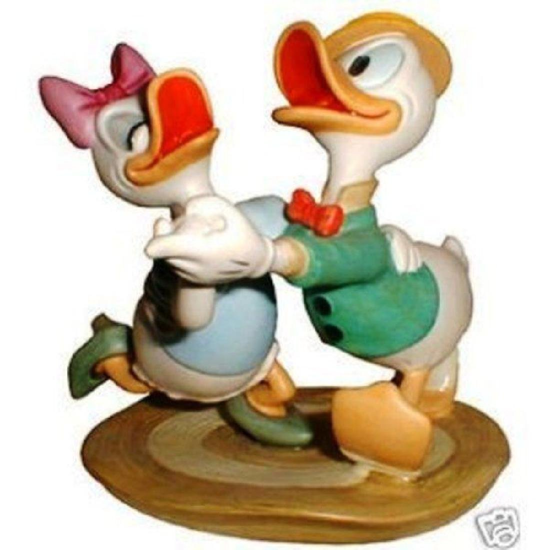 WDCC DISNEY CLASSIC-DONALD & DAISY FROM MR DUCK STEPS