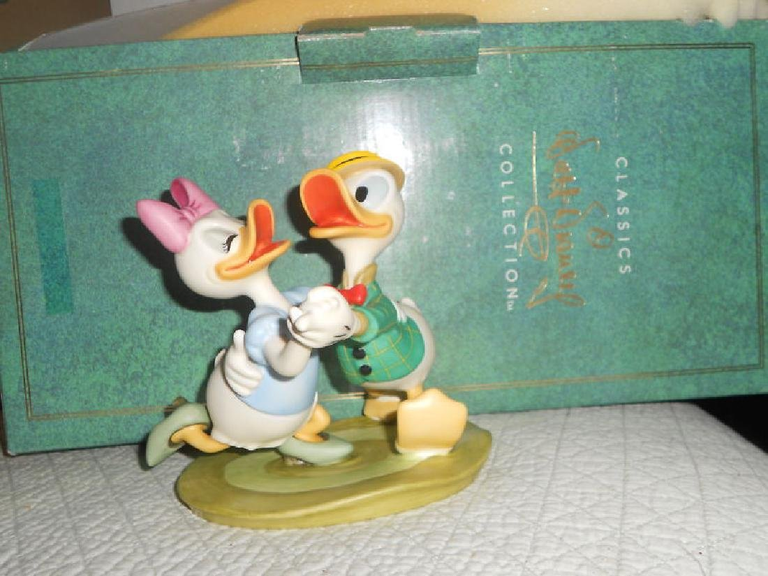 WDCC DISNEY CLASSIC-DONALD & DAISY FROM MR DUCK STEPS - 2