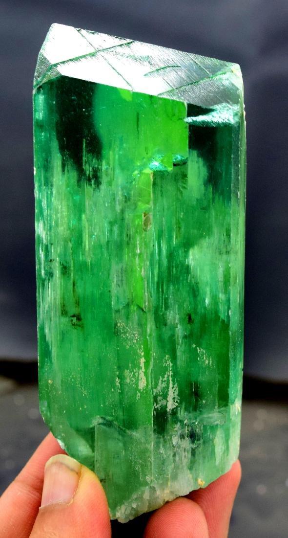 220 gram v shape terminated and undamaged lush green - 2