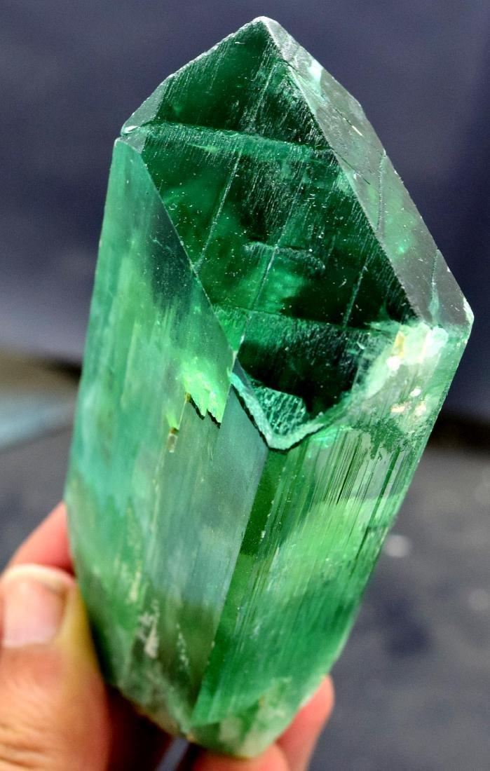 220 gram v shape terminated and undamaged lush green - 5