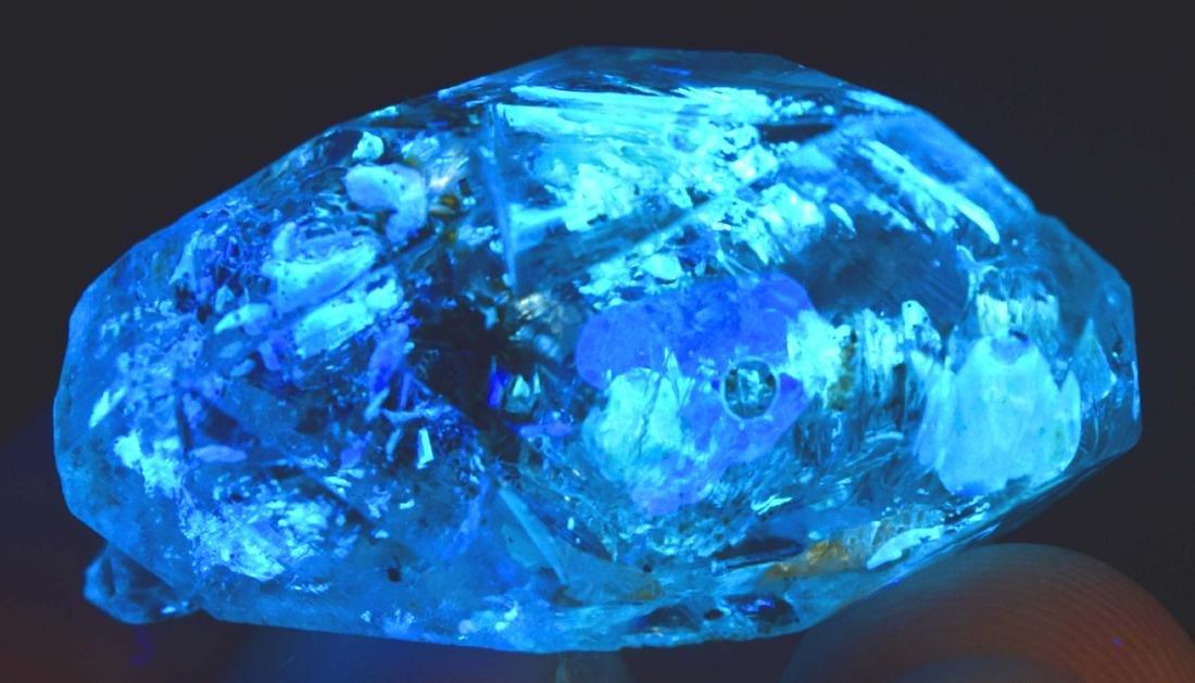 15 Gram Flourescent petroleum diamond quartz crystal - 2