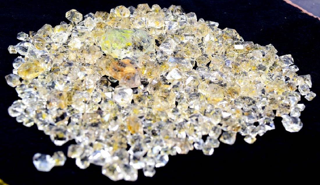 224 Gram Flourescent petroleum diamond quartz crystals