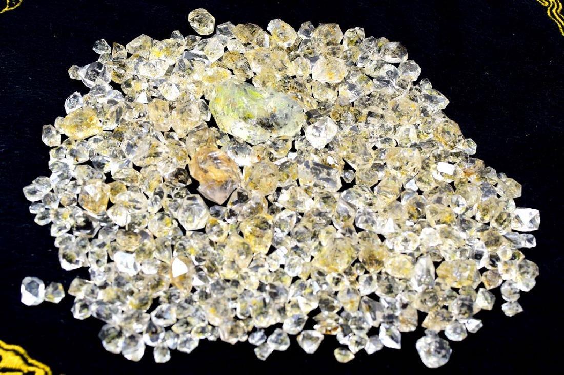 224 Gram Flourescent petroleum diamond quartz crystals - 2