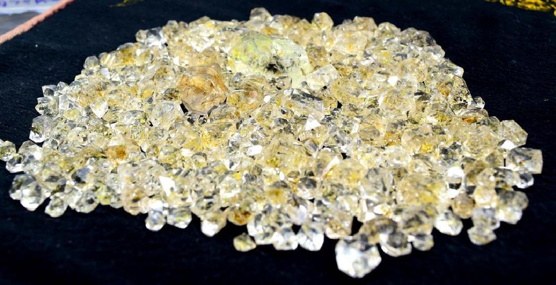 224 Gram Flourescent petroleum diamond quartz crystals - 4