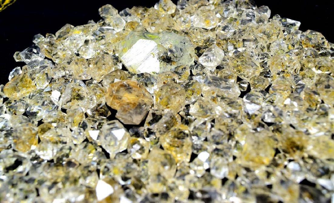 224 Gram Flourescent petroleum diamond quartz crystals - 5