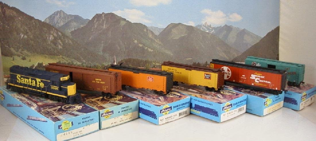 Athearn 1/87 GP35 five freight cars SF, UP, Rock,