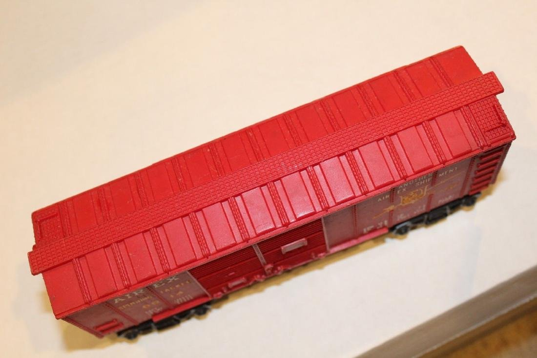 Lionel Postwar 6014-100 Red Aired Boxcar Serif - 5