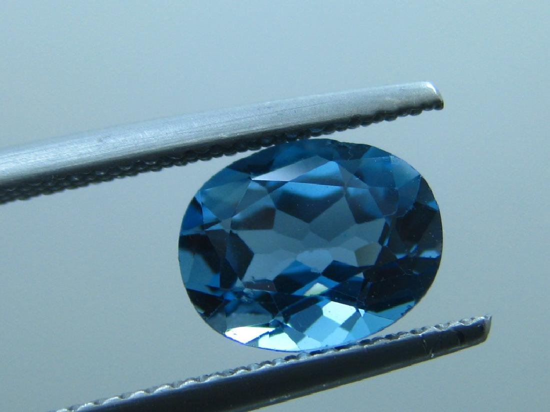 London Blue Topaz of 2.05ct.