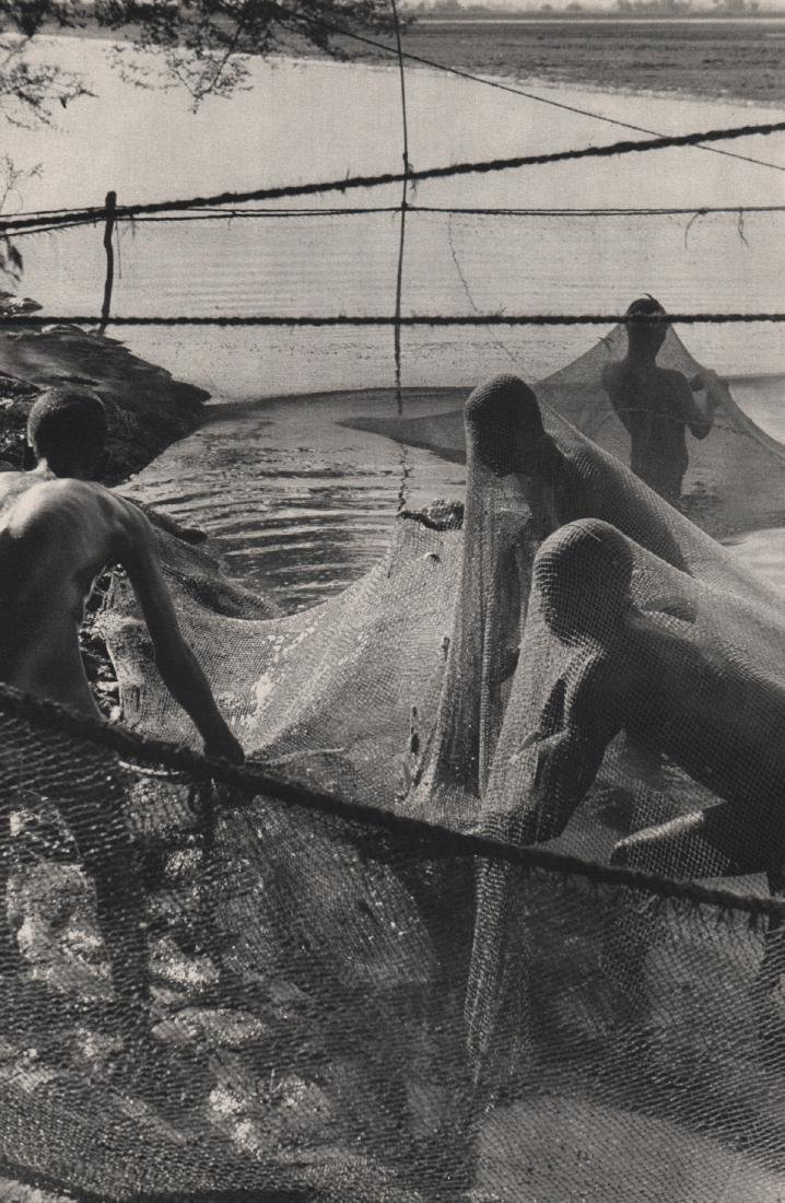 HENRI CARTIER-BRESSON - Net Fishing