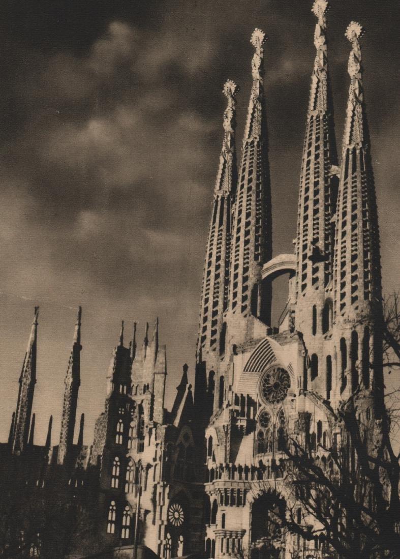 JOSE ORTIZ ECHAGUE - La Sagrada Familia