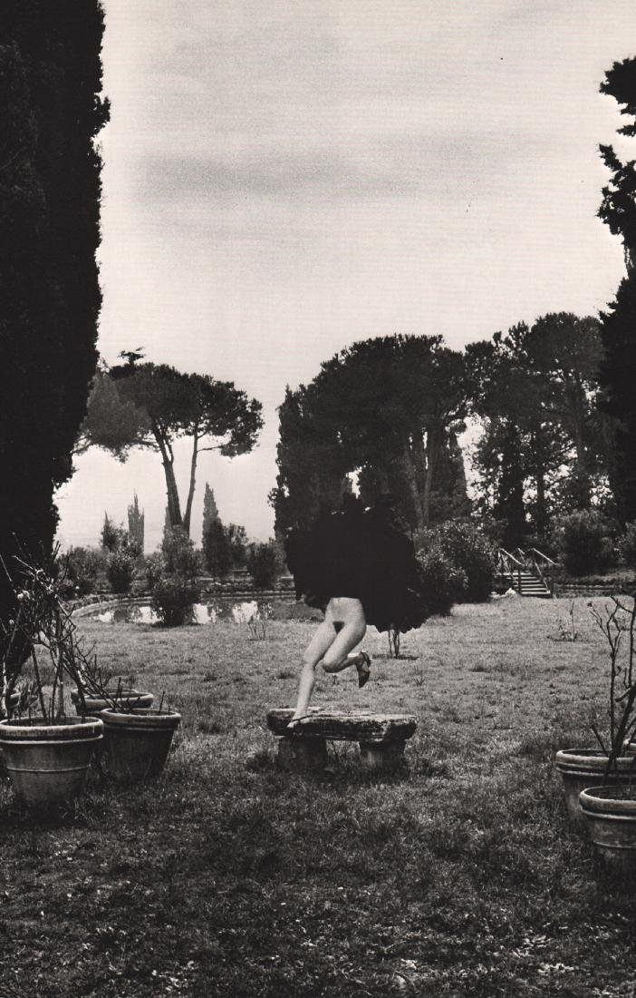 HELMUT NEWTON - In a Garden near Rome