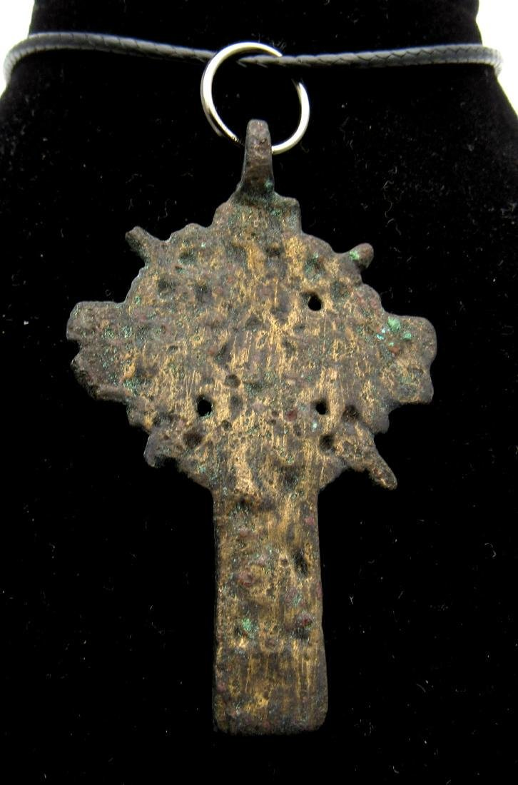 Late Medieval Bronze Radiate Cross Pendant - 2