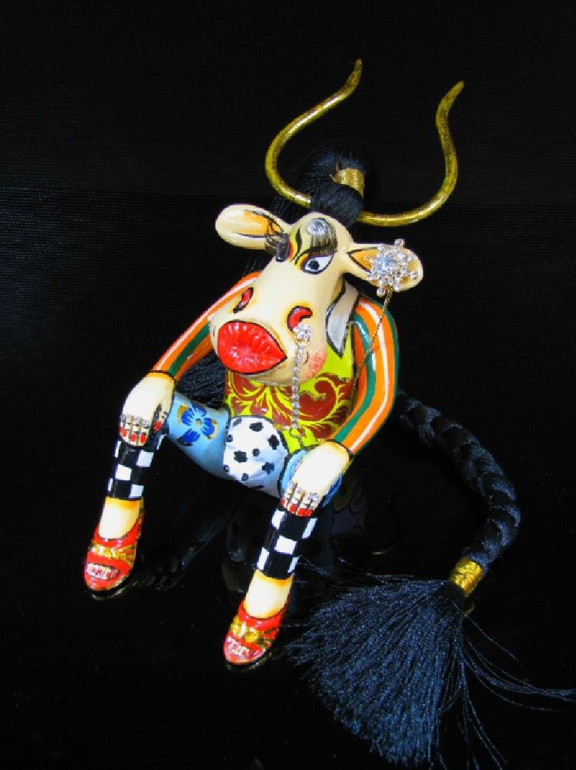 After Thomas Hoffmann: Cow esmeralda statue