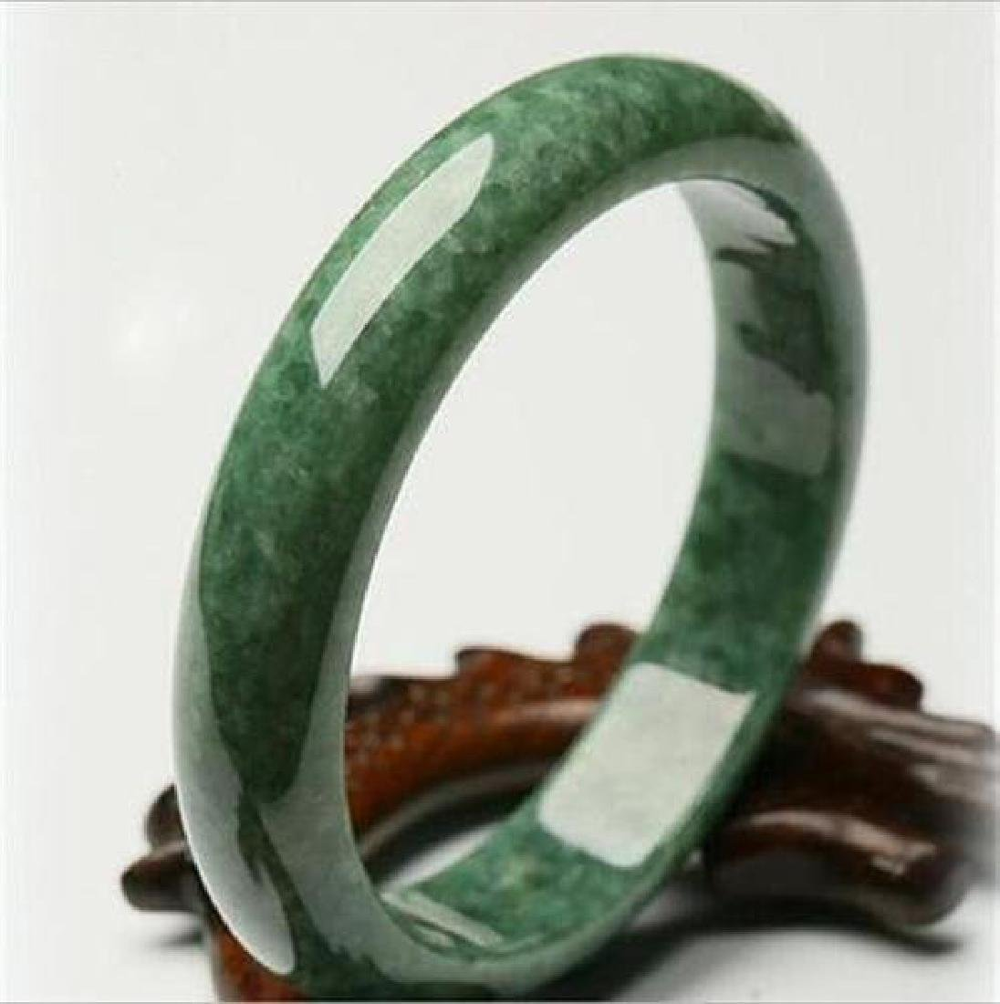 A pure natural jade bracelet