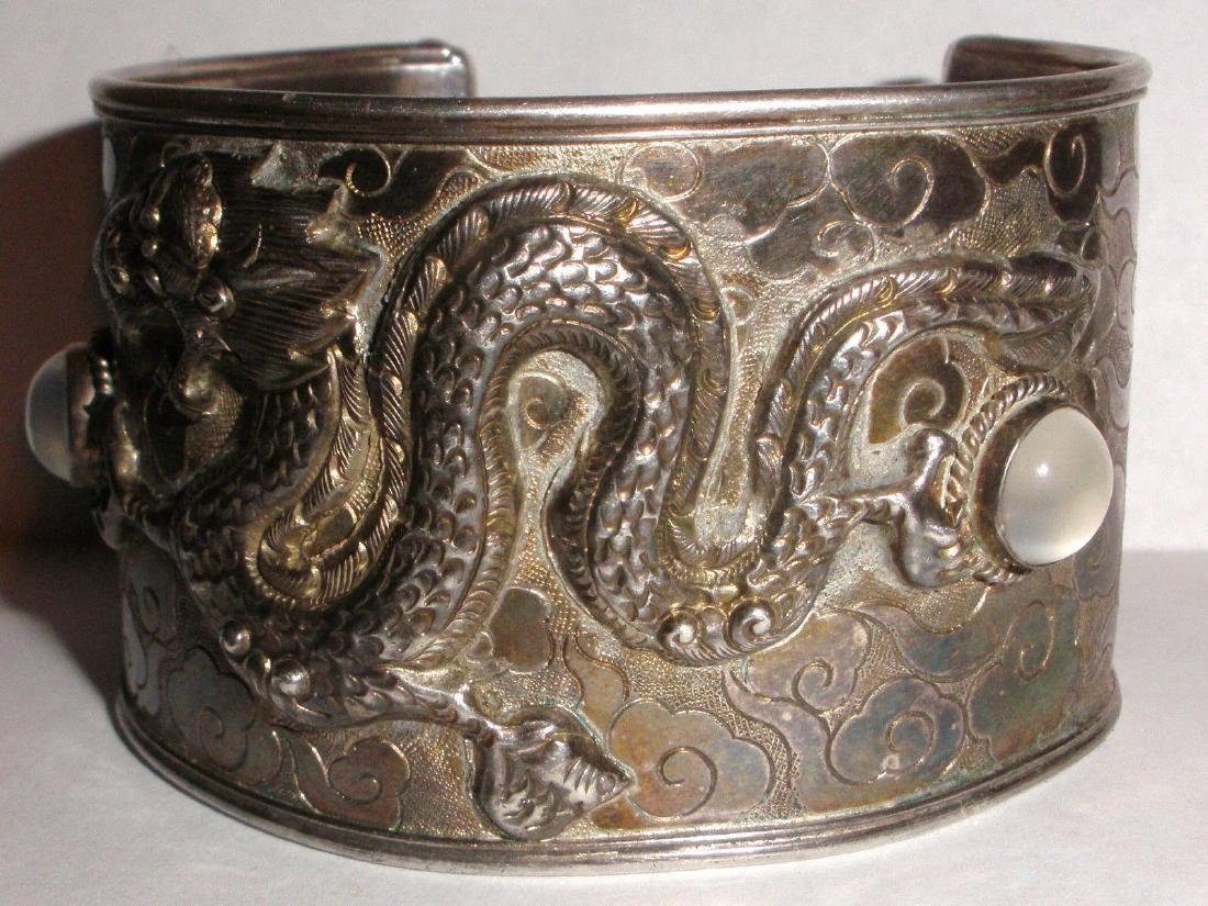 ANTIQUE CHINESE STERLING SILVER EXPORT DRAGON CUFF