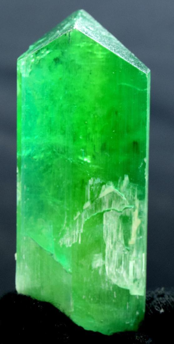 115 Gram v shape terminated and undamaged lush green - 2