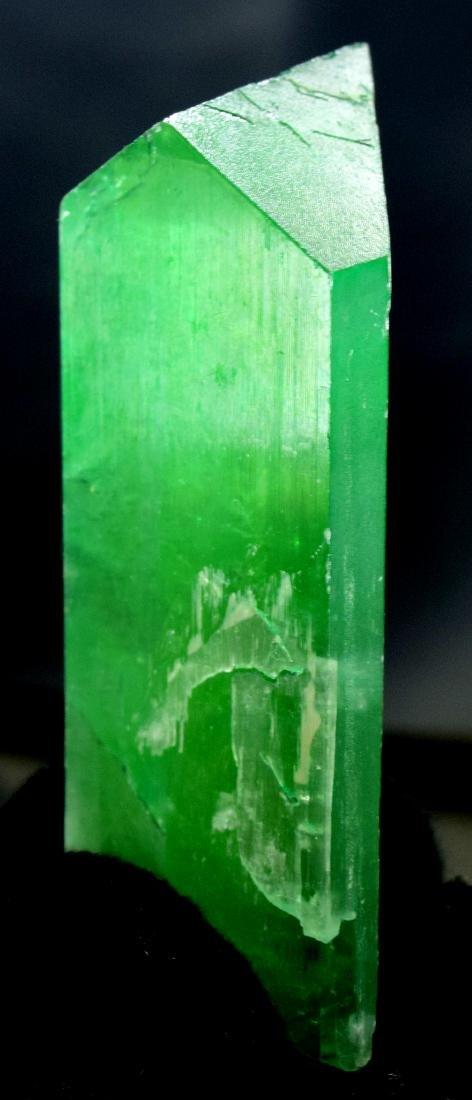 115 Gram v shape terminated and undamaged lush green - 5