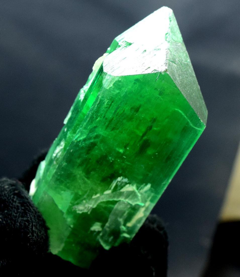 115 Gram v shape terminated and undamaged lush green - 6