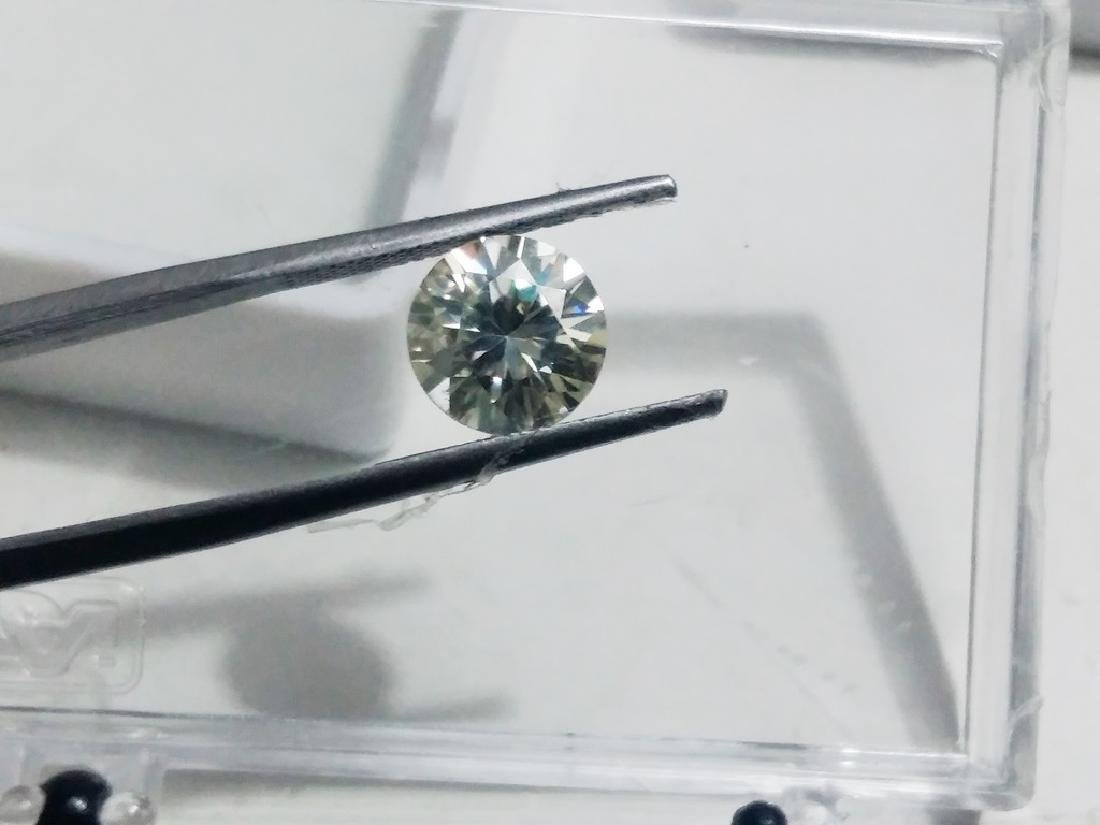 Man Made Round VS Moissanite - 4