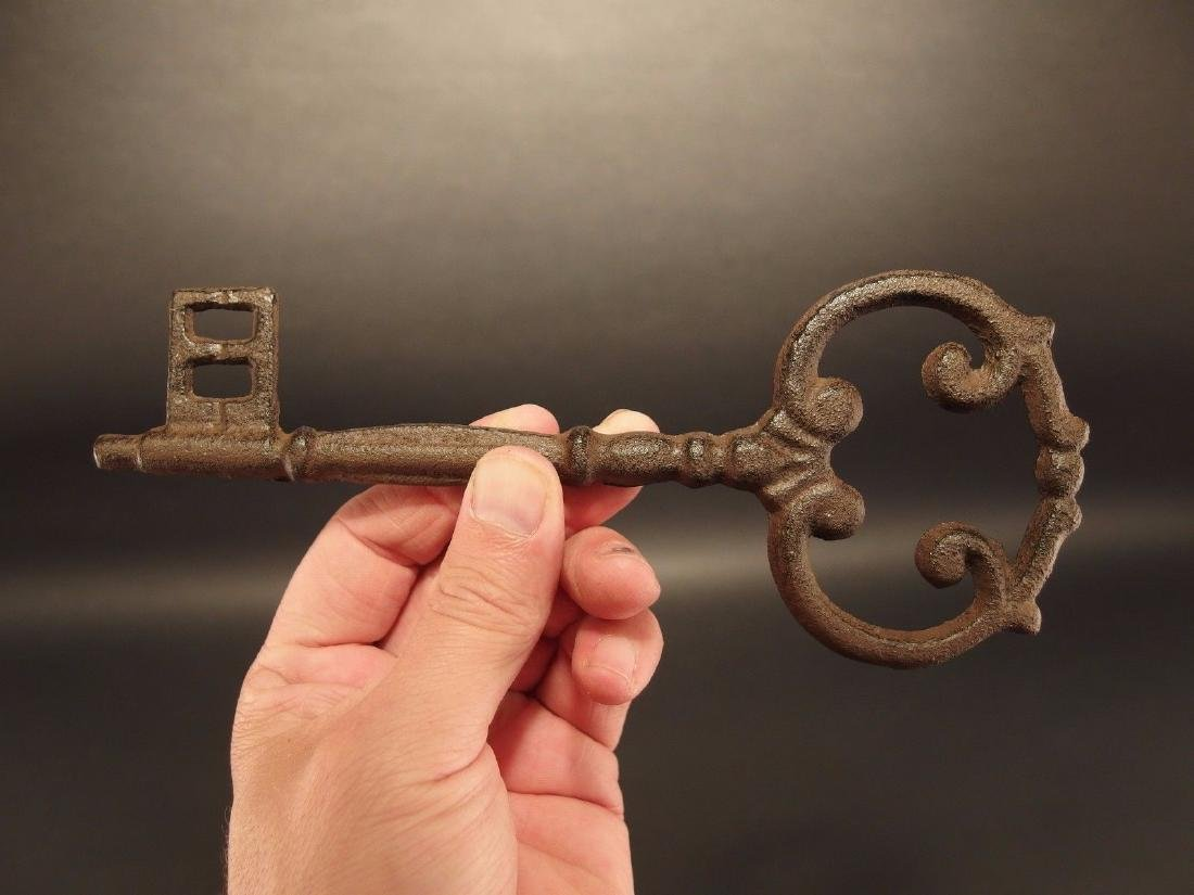 Large Antique Vintage Style Cast Iron Skeleton Key - 3