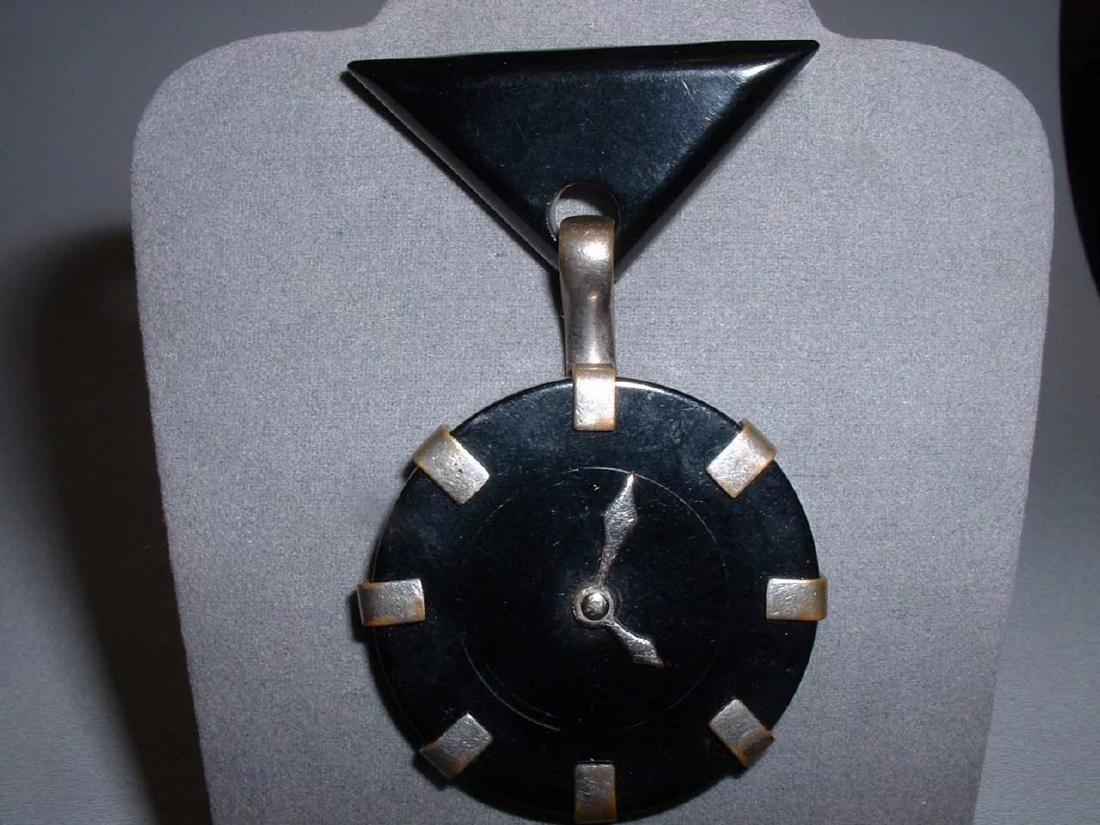 Vintage BAKELITE Clock Pin with Moving Hands Brooch - 2