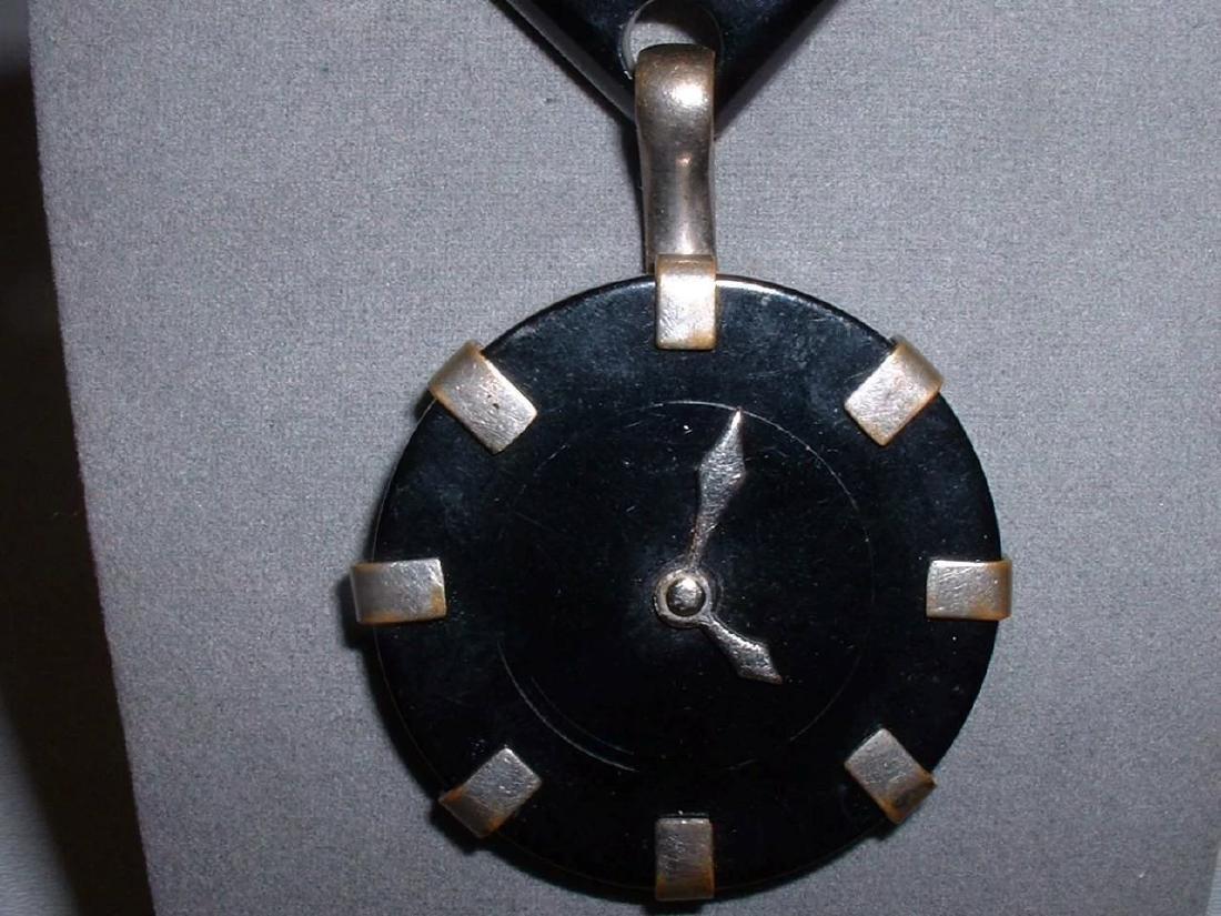 Vintage BAKELITE Clock Pin with Moving Hands Brooch - 3