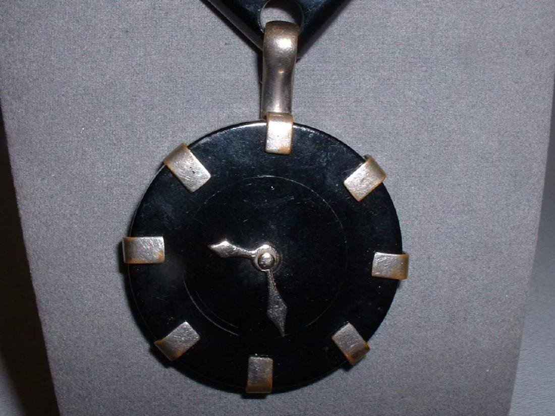 Vintage BAKELITE Clock Pin with Moving Hands Brooch - 4