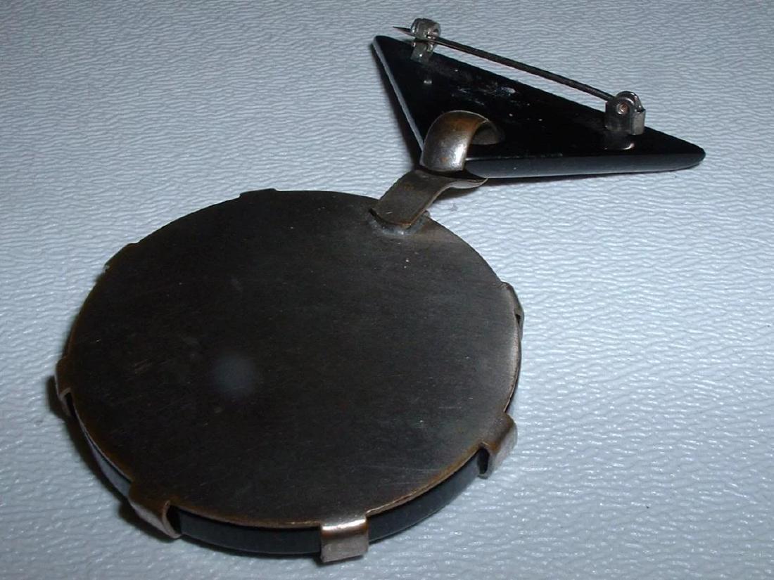 Vintage BAKELITE Clock Pin with Moving Hands Brooch - 5