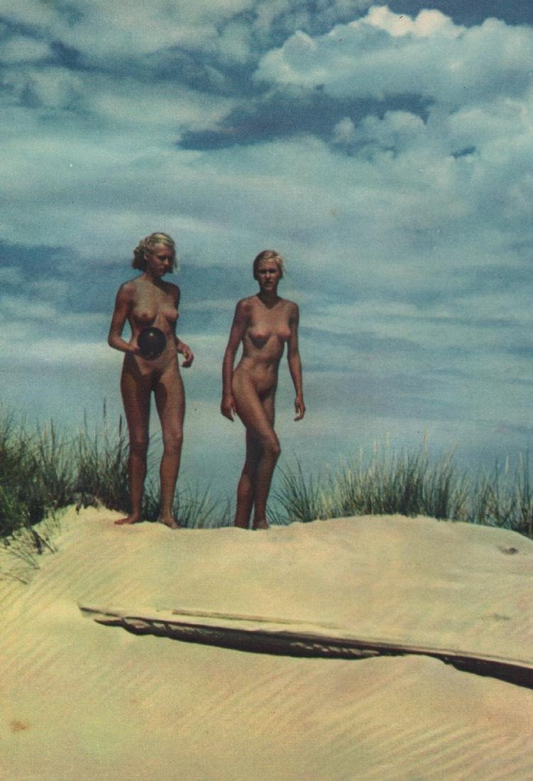 KURT REICHERT - Nudes walking the Beach