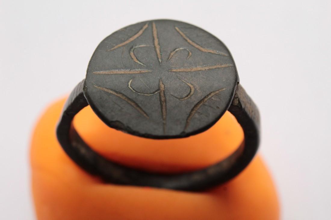 Medieval Bronze Ring with Flower & Star of Bethlehem - 3