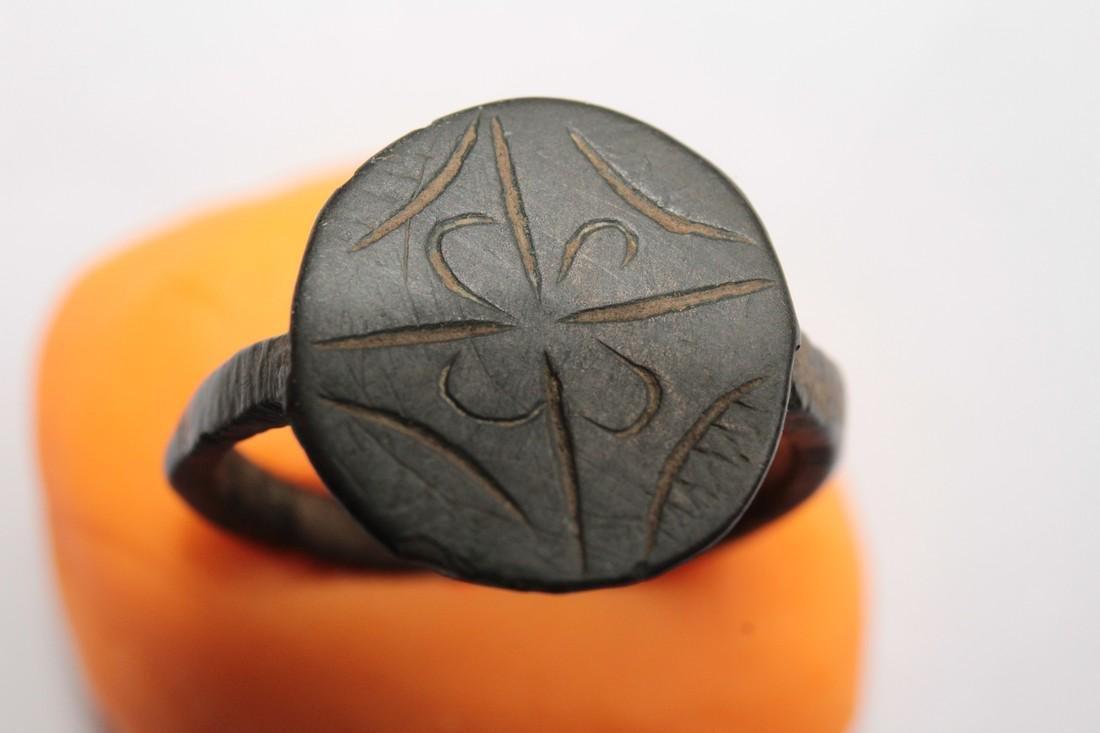 Medieval Bronze Ring with Flower & Star of Bethlehem - 7