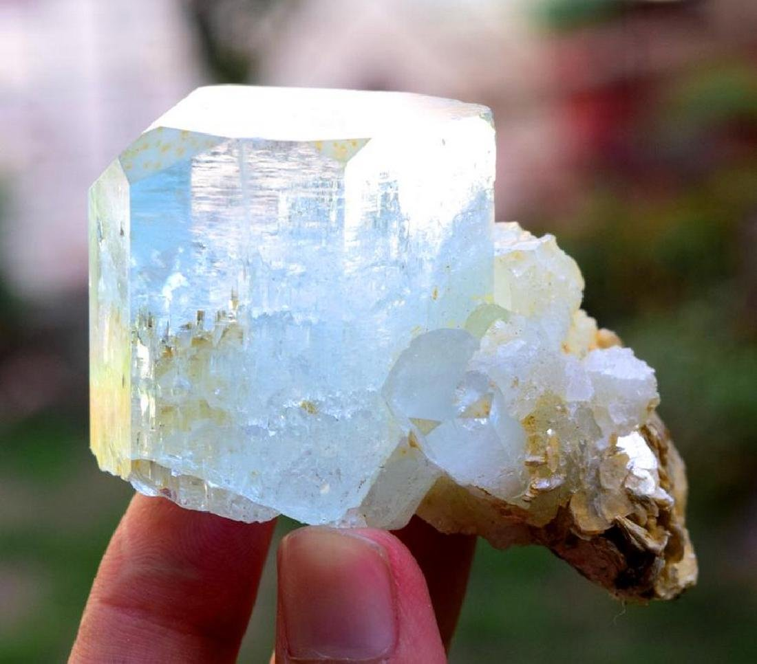 88 gram terminated and undamaged aquamarine crystal - 2