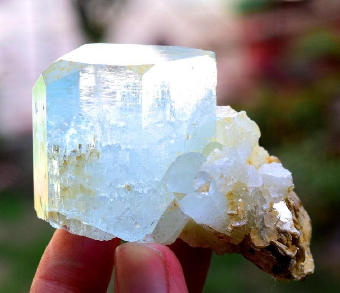 88 gram terminated and undamaged aquamarine crystal - 6
