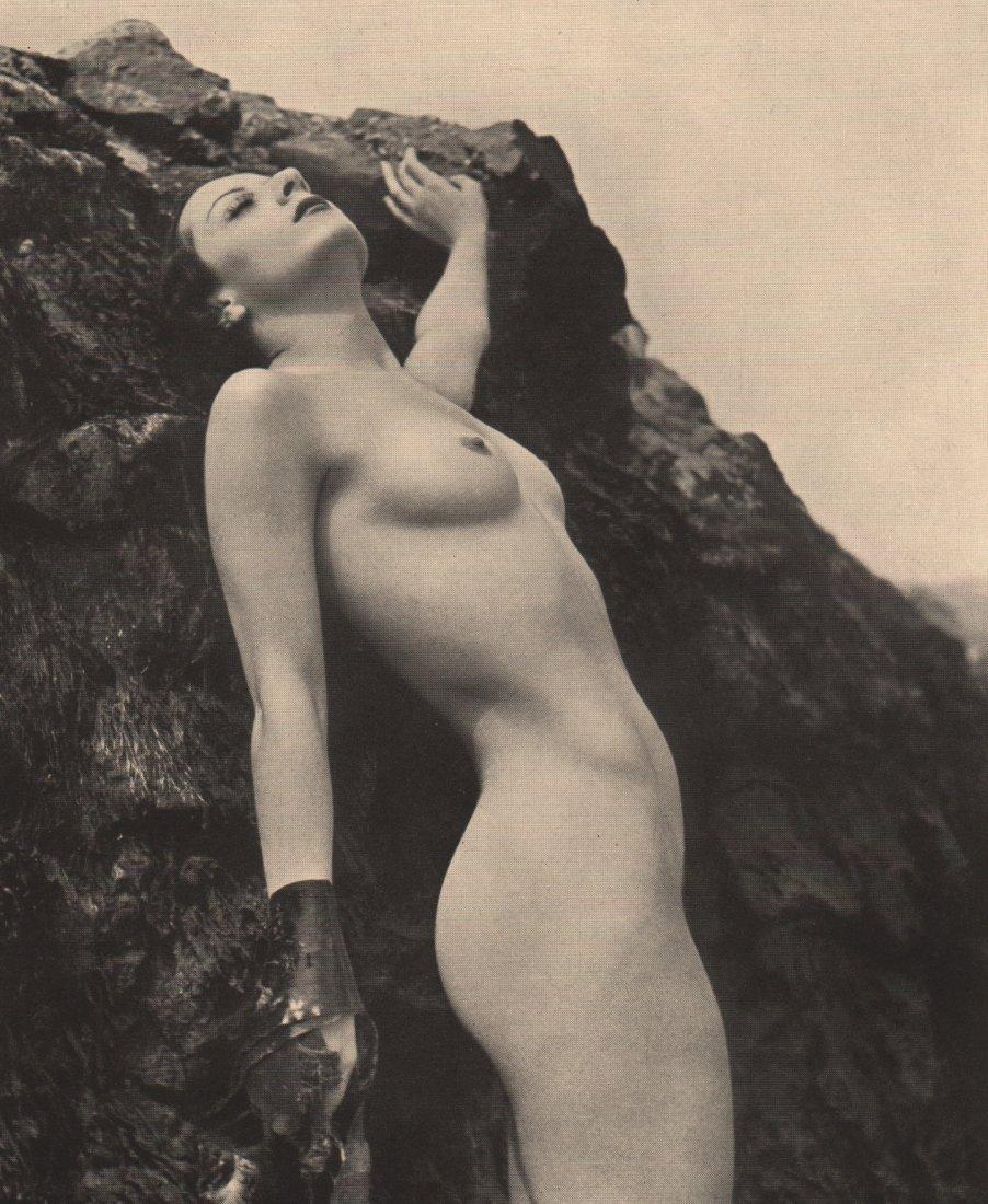 ROYE- Nude