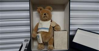 """R. John Wright Winnie the Pooh 1987-89 14"""" Size With"""