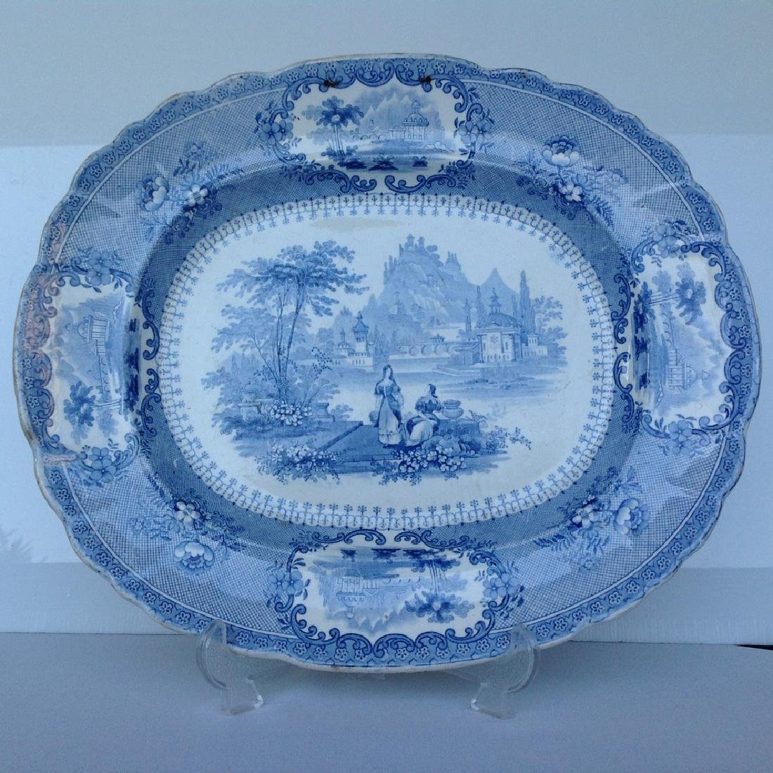 Dish with decorative romantic performance