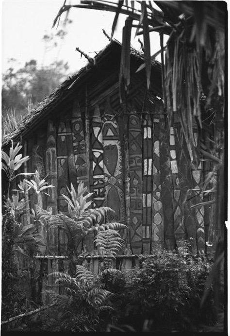 Large 1.6 Mtr Cult House Panel Wogamush Upper Sepik - 10