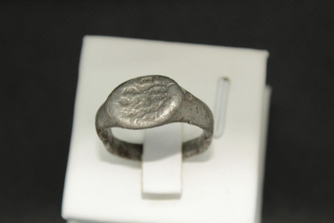 Late Medieval tin bronze ring with some animal - 3