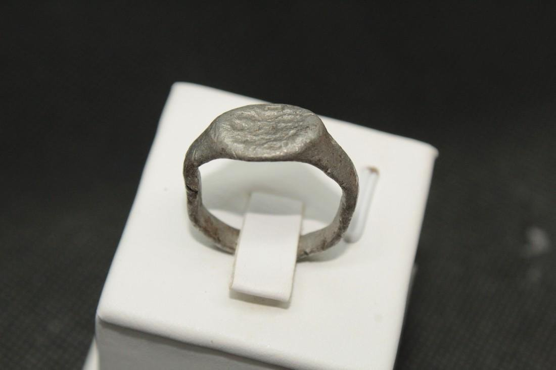 Late Medieval tin bronze ring with some animal - 4