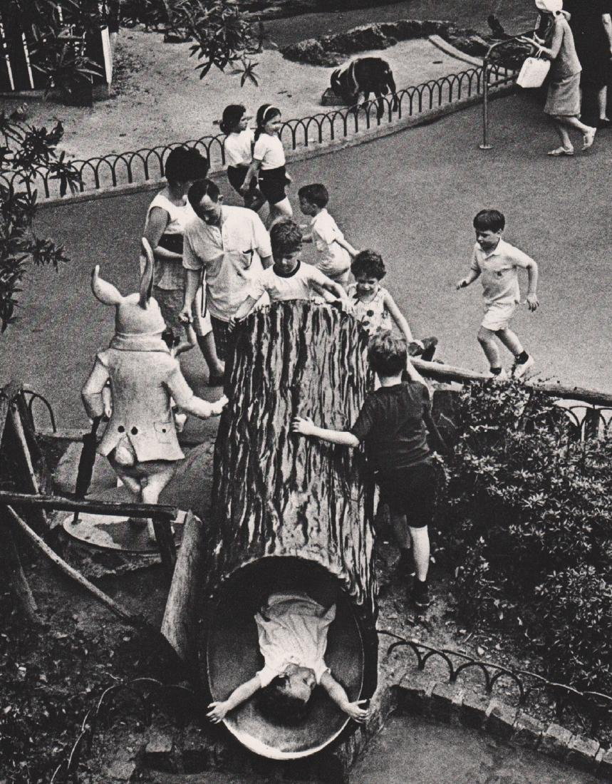 ANDRE KERTESZ - Playing in the Park
