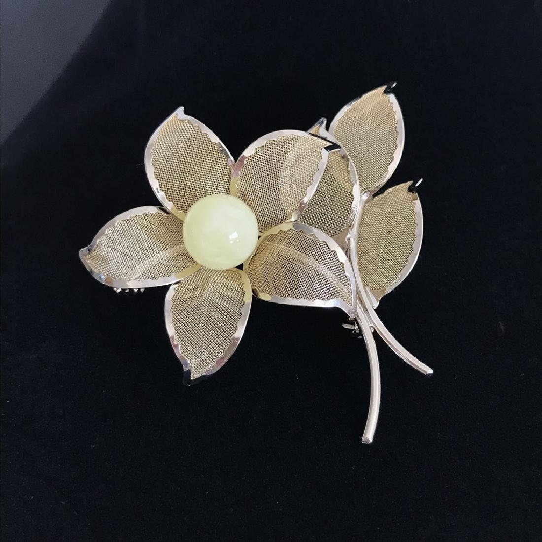 Vintage style gold-plated brooch 57x56mm with Baltic - 3