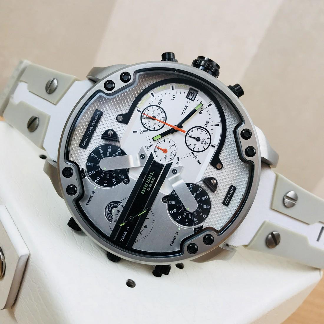 Diesel – Mr. Daddy 2.0 Big White Watch