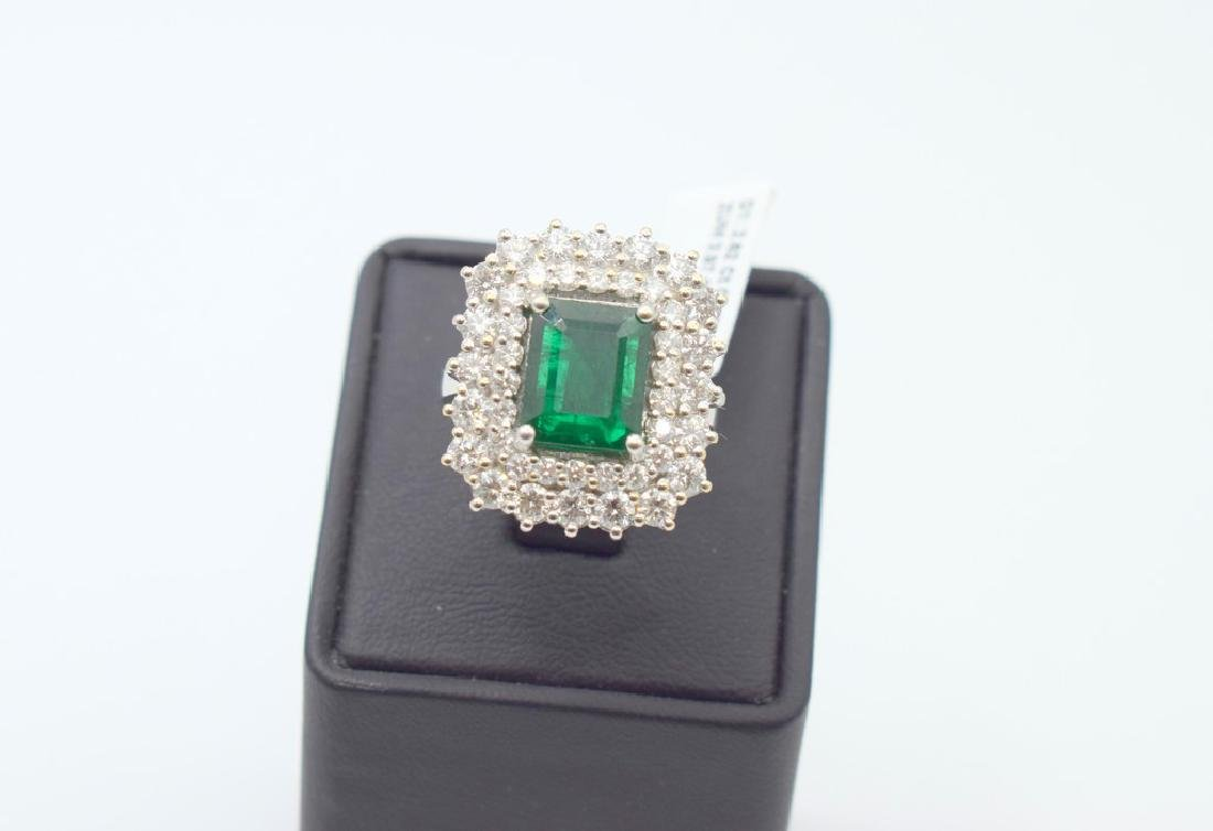 18 carat white gold ring with diamond and emerald stone - 2