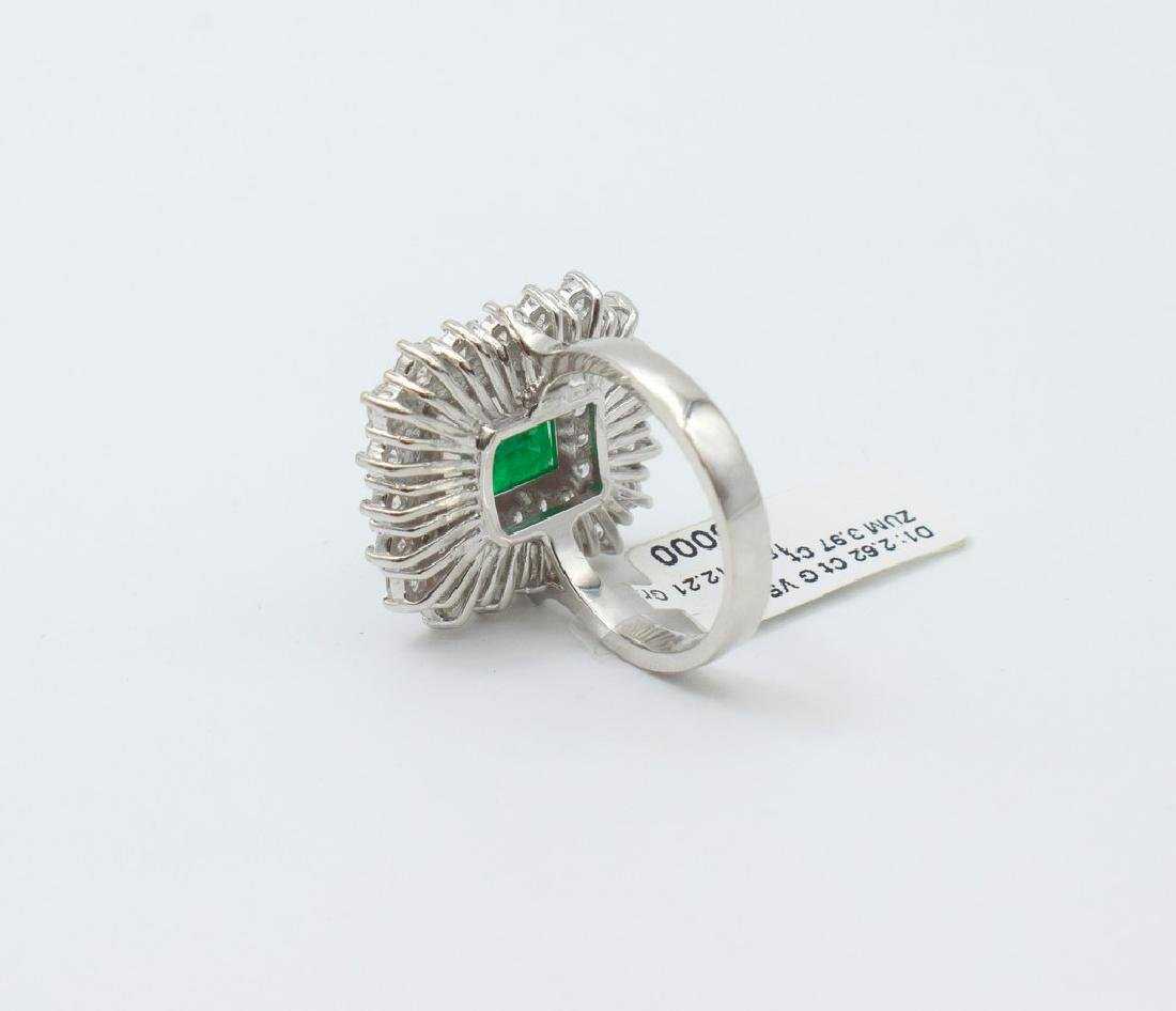 18 carat white gold ring with diamond and emerald stone - 9