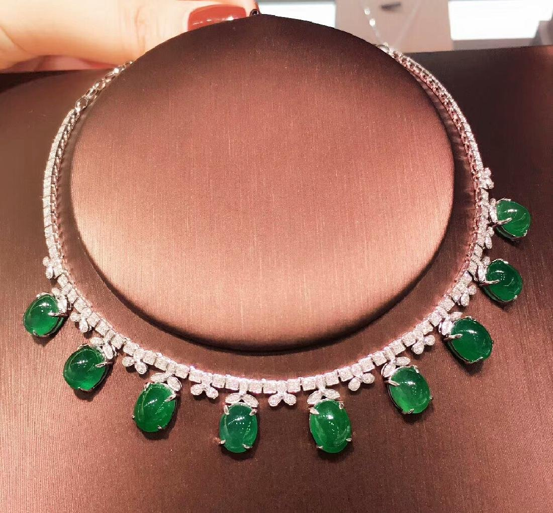 29.5ct Emerald Necklace in 18kt White Gold
